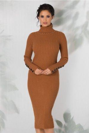 Rochie casual maro tricotata cu guler inalt si maneci lungi