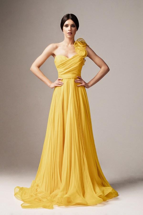 Rochie de ocazie de lux galbena lunga din tul si croi in clos