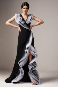 Rochie eleganta de ocazie neagra de lux in clos cu decolteu cu volanase