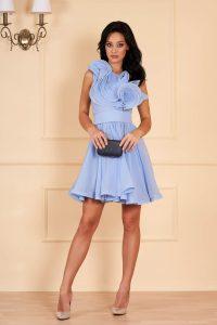 Rochie eleganta scurta bleu de lux in clos din voal pe umar cu volanase