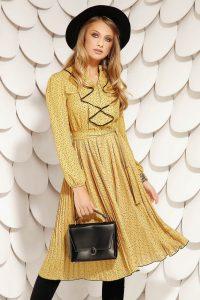 Rochie eleganta midi mustarie in clos plisata din voal si cordon detasabil