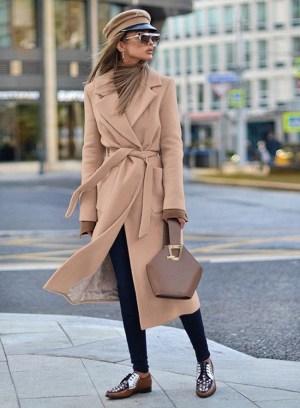 Palton dama bej lung drept cu buzunare din stofa
