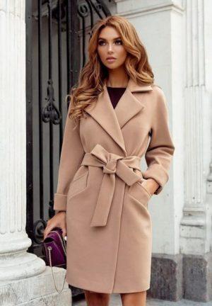 Palton dama bej scurt cambrat cu revere din stofa