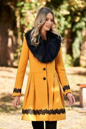 Palton dama elegant lung in clos cu guler din blana ecologica
