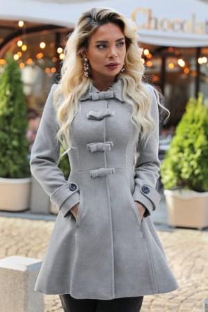 Palton dama gri scurt cambrat cu fundite din stofa