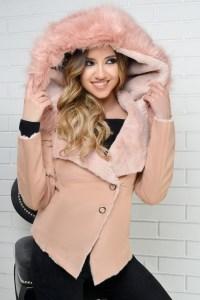 Jacheta roz din piele intoarsa cu gluga cu blana artificiala