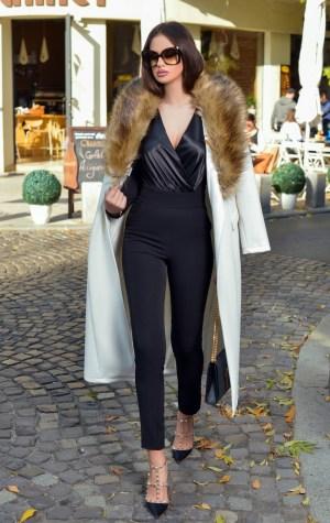 Palton dama lung alb cu guler din blana ecologica