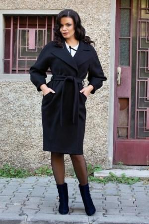 Palton negru cu forma cambrata si croi in clos