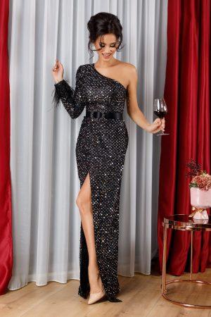 Rochie de ocazie neagra accesorizata cu paiete argintii si pene la o maneca