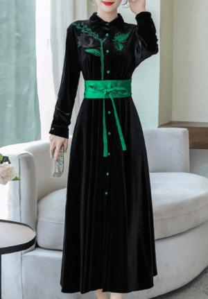 Rochie neagra eleganta din catifea in clos cu centura la talie