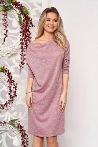 Rochie roz din material tricotat cu croi larg