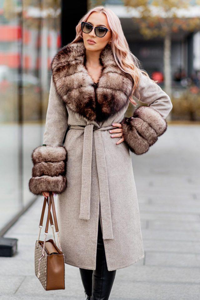 Palton dama bej din lana de alpaca cu guler din blana naturala de samur bej