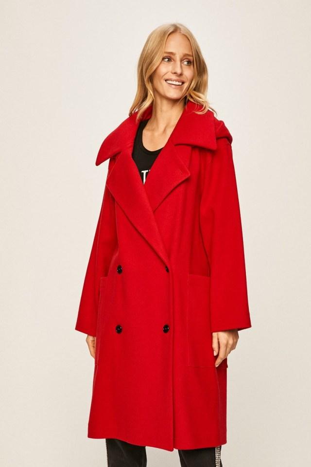 Palton rosu de dama din tesatura neteda cu fason drept
