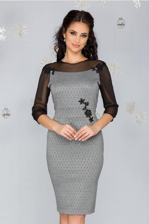 Rochie eleganta cambrata gri cu maneci din tull si insertii din broderie
