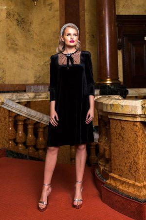 Rochie neagra midi de ocazie din catifea cu croi larg cu maneci