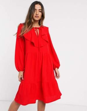 Rochie de zi rosie in clos cu croi in a Asos