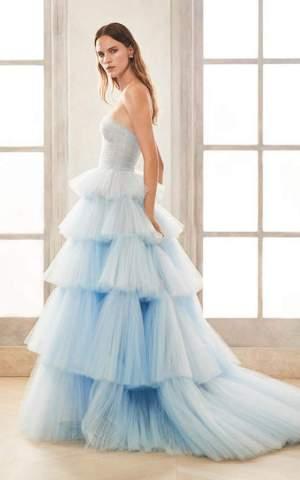 Rochie eleganta Oscar de la Renta cu 5 straturi de tulle