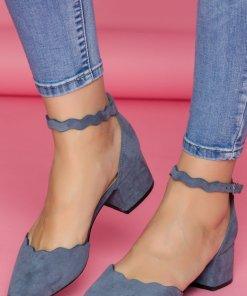 Pantofi albastri cu toc jos si bareta la glezna