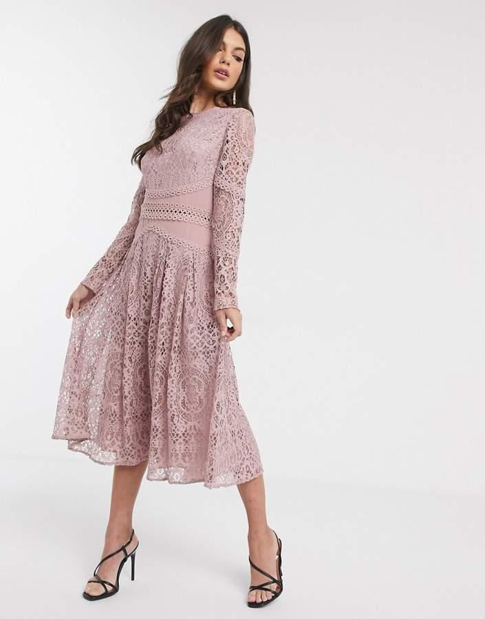 Rochie de ocazie midi eleganta lila cu dantela in clos