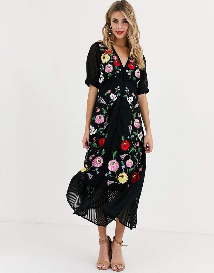 Rochie de zi neagra eleganta cu imprimeu floral si decolteu in v