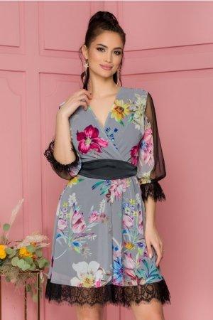 Rochie eleganta gri midi cu imprimeu floral si insertii din tull si dantela