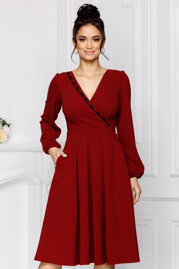 Rochie eleganta midi bordo in clos cu maneci lungi si decolteu petrecut V