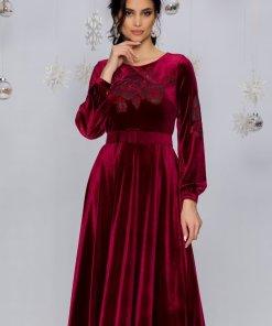 Rochie eleganta midi in clos bordo din catifea cu trandafiri si strasuri