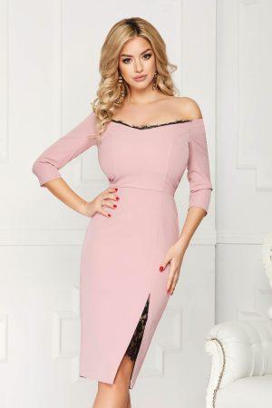 Rochie eleganta roz prafuit midi mulata din stofa cu umeri goi si aplicatii