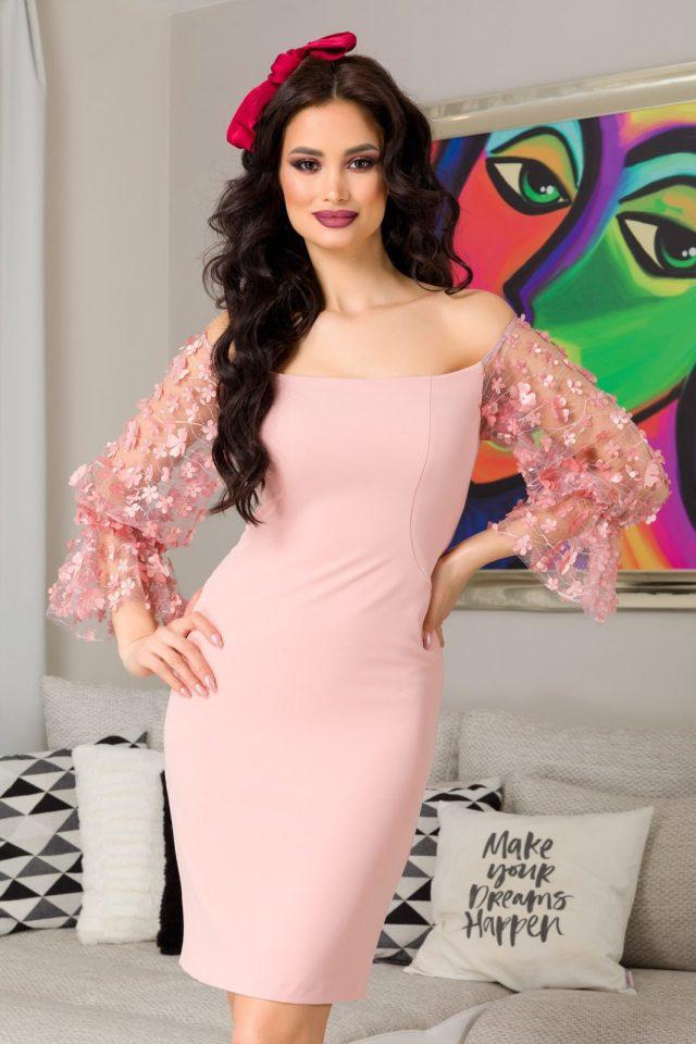 Rochie eleganta scurta roz cu maneci din tull cu strass si flori 3D