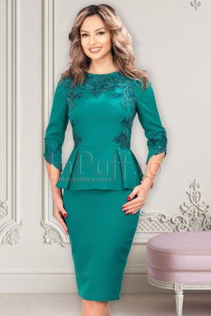 Rochie eleganta verde midi cu peplum si broderie si maneca trei sferturi