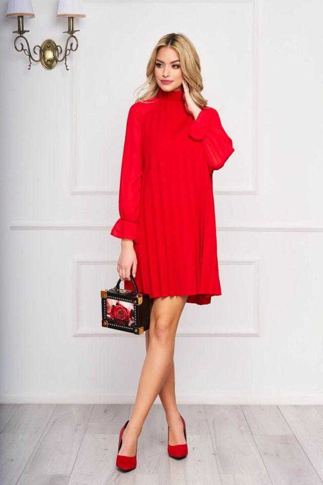 Rochie rosie eleganta scurta din voal plisat cu croi in a si maneci lungi