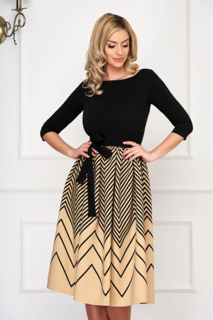 Rochie eleganta crem midi in clos material elastic cu maneci trei-sferturi