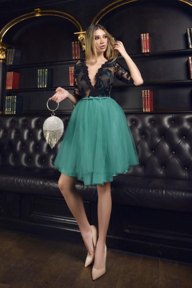 Rochie eleganta de ocazie in clos verde cu aplicatii din dantela la bust