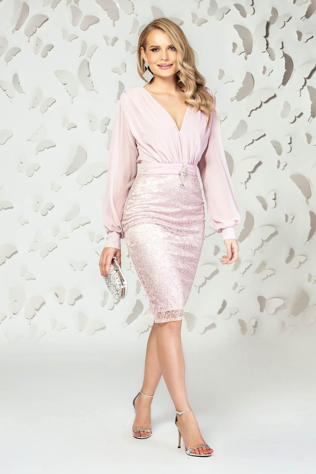 Rochie eleganta de ocazie scurta roz prafuit din voal si dantela