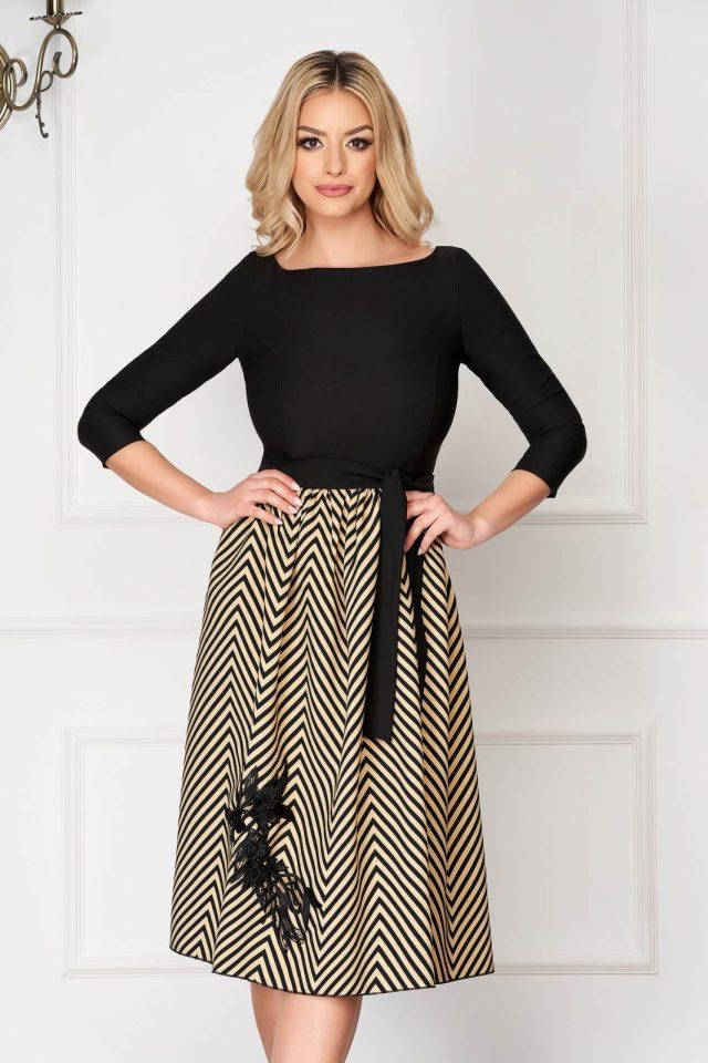 Rochie eleganta midi neagra in clos din stofa cu maneci trei sferturi