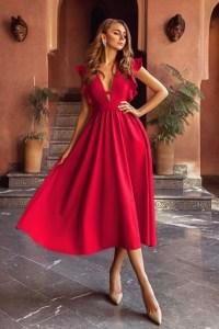 Rochie eleganta si rochie lunga de zi rosie cu decolteu in V si volanase din barbie