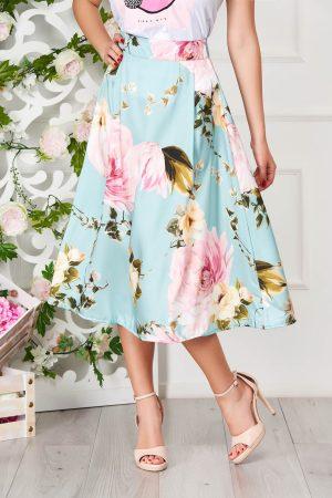 Fusta turcoaz eleganta midi in clos cu imprimeu floral