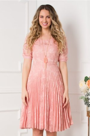 Rochie eleganta in clos midi roz cu model deosebit si pliuri