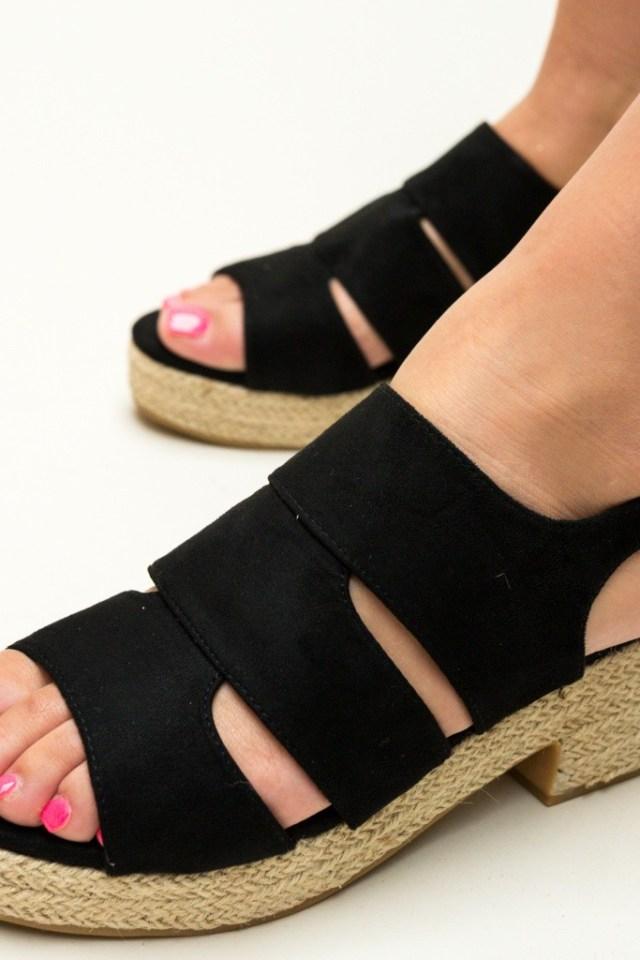 Sandale negre cu toc mic din piele eco intoarsa
