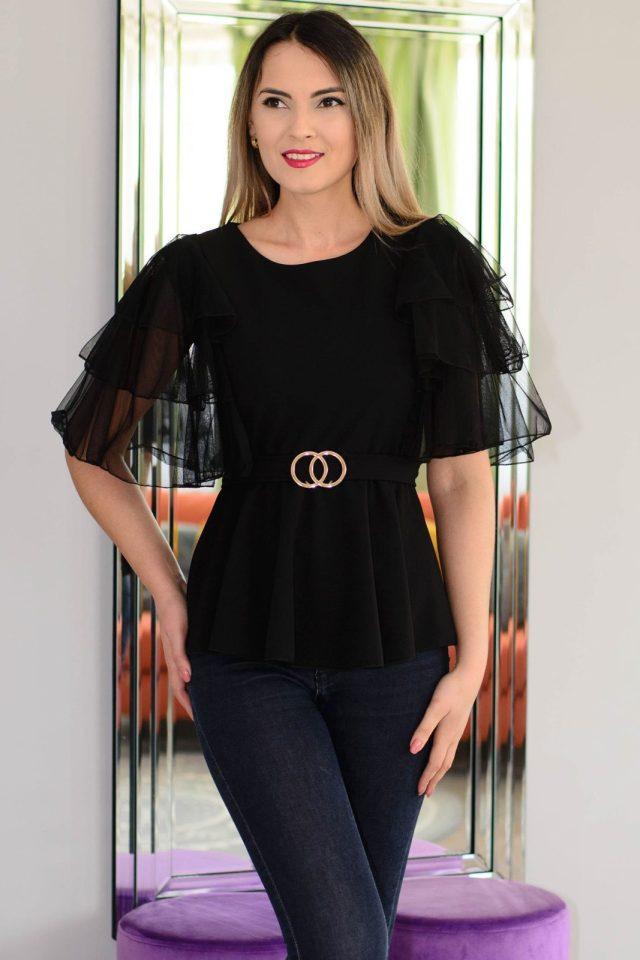 Bluza neagra cu accesoriu auriu