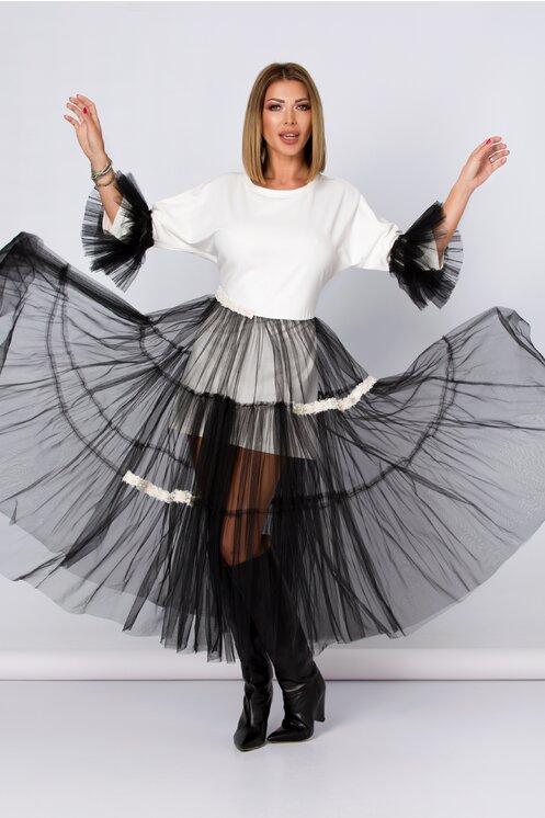 Rochie alba accesorizata cu tull negru si perlute LaDonna by Catalin Botezatu