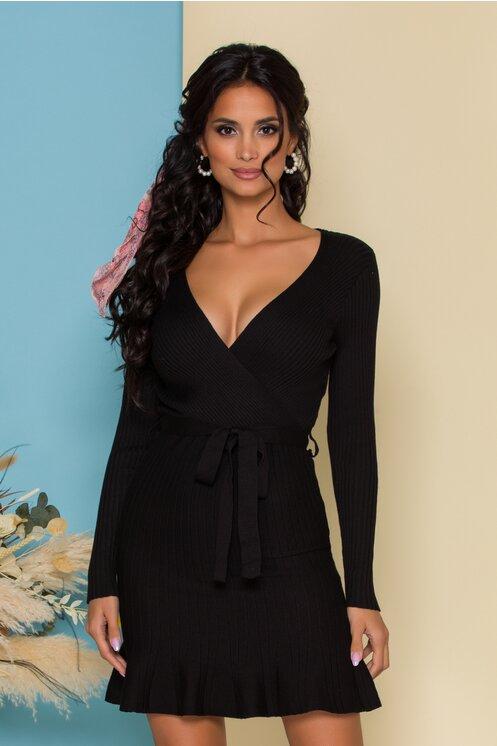 Rochie Sabrina neagra din tricot reiat cu decolteu petrecut