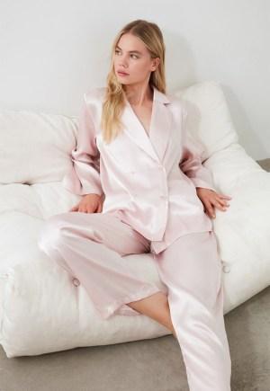 Pijama din satin cu doua randuri de nasturi