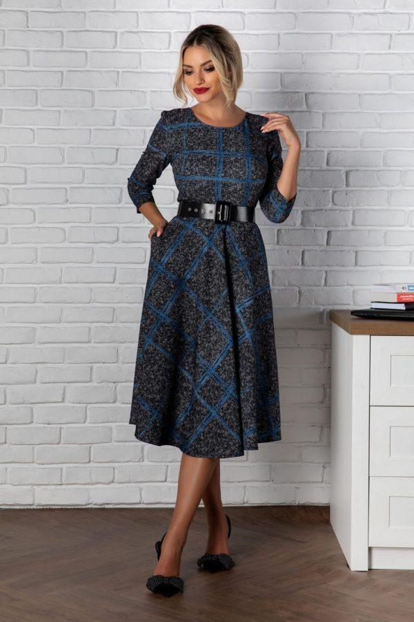 Rochie eleganta in clos cu maneci trei sferturi