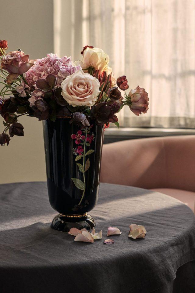 Vază cu motiv floral