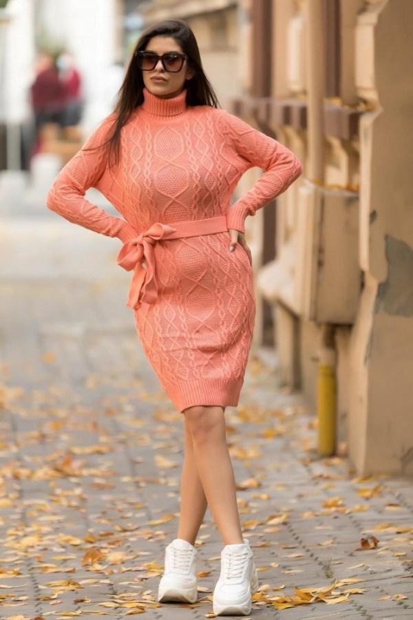 Rochie tricotata groasa roz pentru iarna pana la genunchi