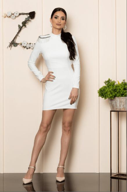 Rochie scurta alba din crepe accesorizata cu strass-uri