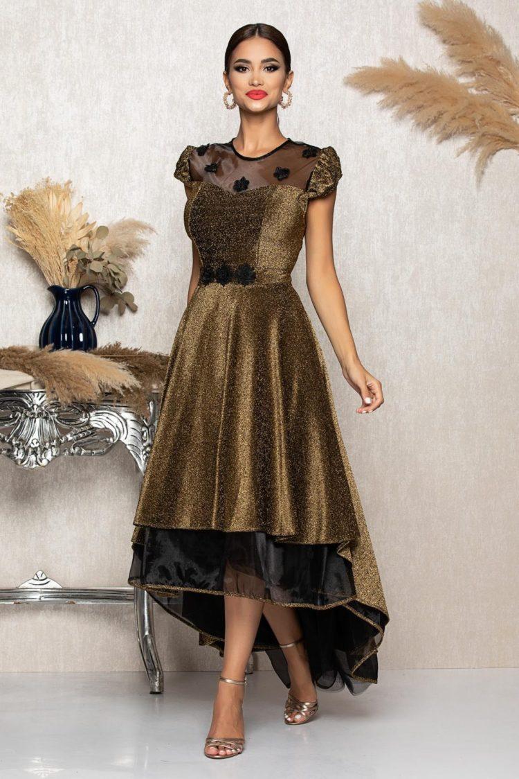 Rochie eleganta asimetrica accesorizata cu tull negru si cu flori brodate
