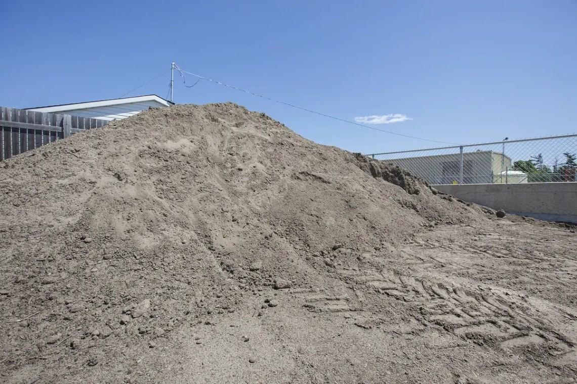Soils & dirt in bulk piles