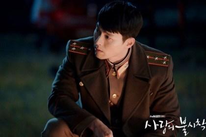 Hyun Bin sebagai Kapten Ri Jeong Hyeok